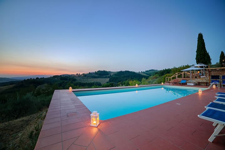 Lovely apartment for 4 persons in Tuscan Villa