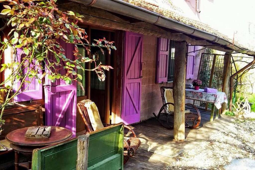 la veranda dalle finestre fucsia