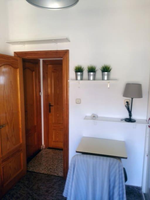 The room - La habitación (1-3)