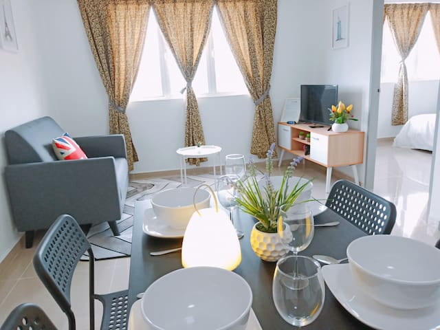 ★Newly Renovated★ 3~5 Pax, 3 Bedrooms, 1 Car Park