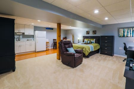 Modern private basement apartment in Montclair, VA