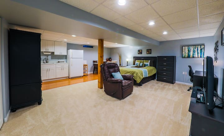 Modern private basement apartment in Montclair, VA