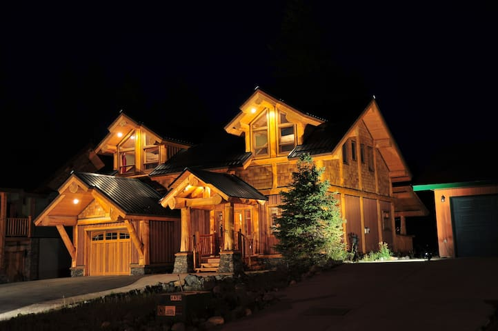 Available Alberta Family Holiday Weekend!