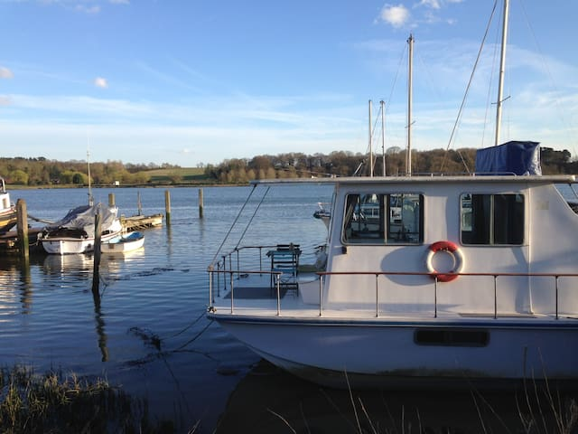 Unique Houseboat, River Deben.
