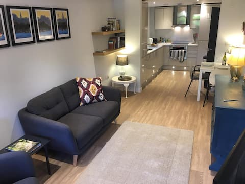 Central Marlow modern apartment close to High St