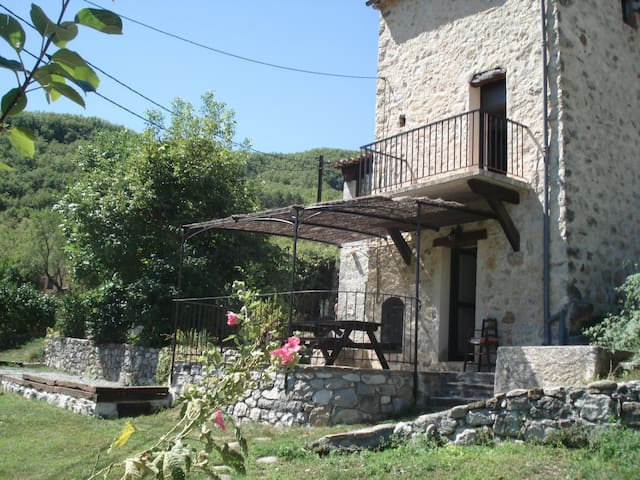 La Maison de Julie - BnB & Cottages - Entrevaux - Penzion (B&B)