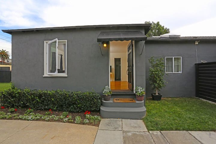 Venice bungalow with yard