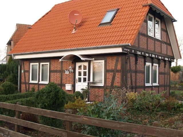 Ferien - Fachwerkhaus im EG,  LK Peine - Edemissen - House