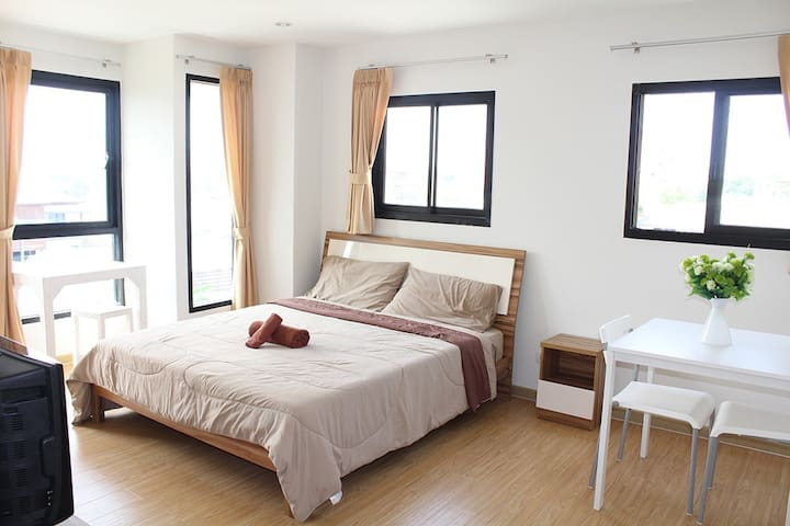 Spacious two Bedroom Apartment - Bangkok - Flat