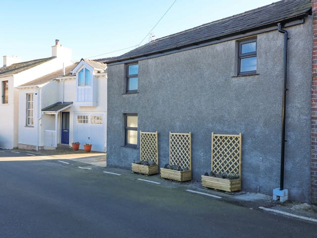 CARTERS COTTAGE, pet friendly in Ulverston, Ref 974176