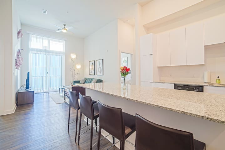 Midtown Beauty! 5mins from DT! Sleeps 6