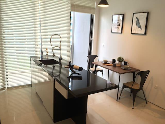 Cosy Soho 1 bedroom condominium at by east coast