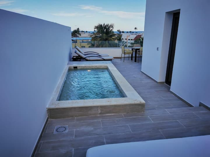 Luxury Brand new PH with private picuzzi and terrace. Pool Garden A405