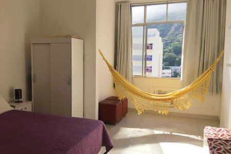 COPA: Sinta-se em casa com conforto e privacidade!