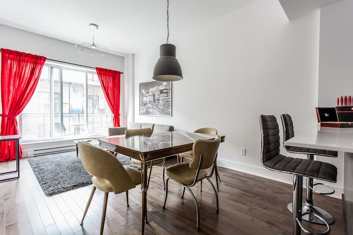 Modern fully furnished 1-bedroom condo - Mile-Ex - Montréal - Condominio