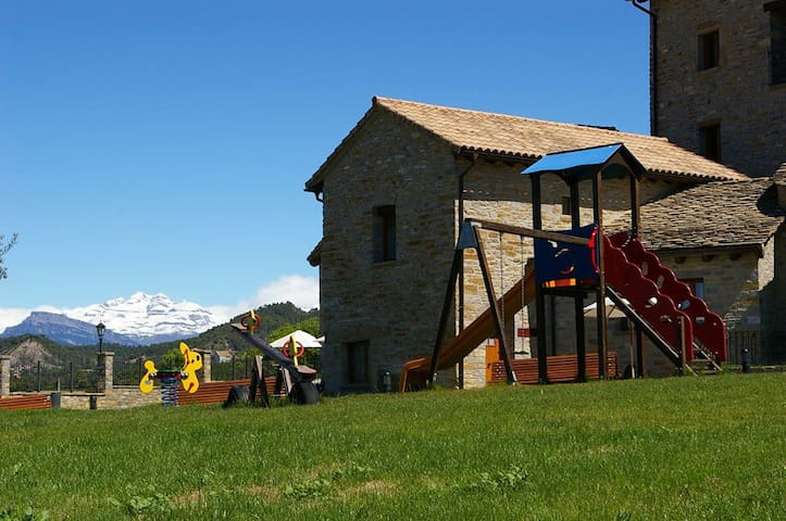 Holiday Cottages, Pyrenees, Ordesa - Aínsa - Hus
