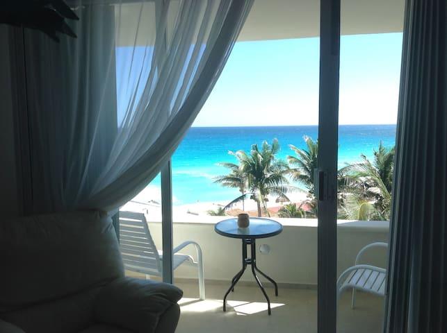 Zona hotelera Cancún vista al mar y balcón *605