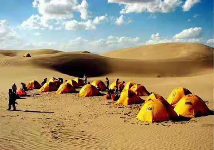 【敦煌沙漠露营直营基地】单人帐篷&《滑沙沙地摩托篝火晚会/火锅,烧烤,啤酒饮料》特色是文哥带你飞