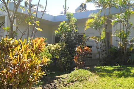 Maison située dans un grand jardin  - Le Tampon - House