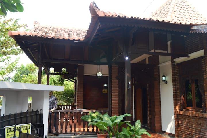 MOUNT VIEW - rumah tinggal nuansa Jawa di Semarang