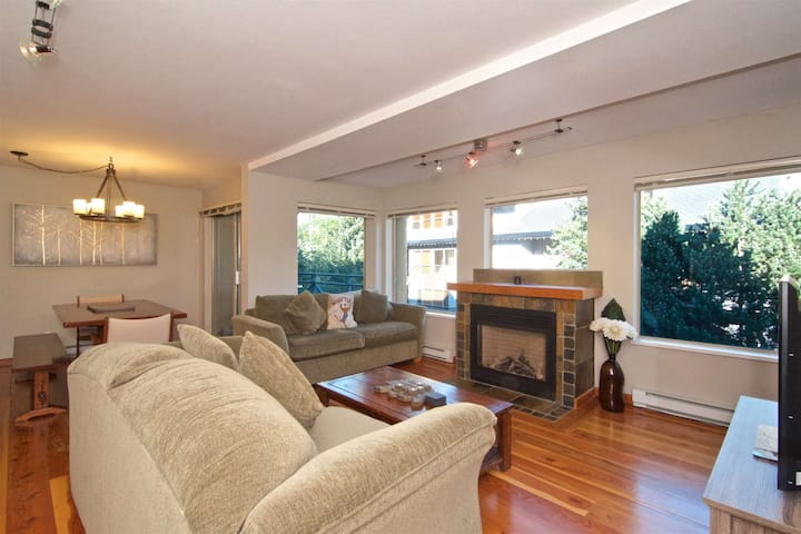 Professionally managed/cleaned by iTrip Whistler: Superb townhouse with View- across from Village