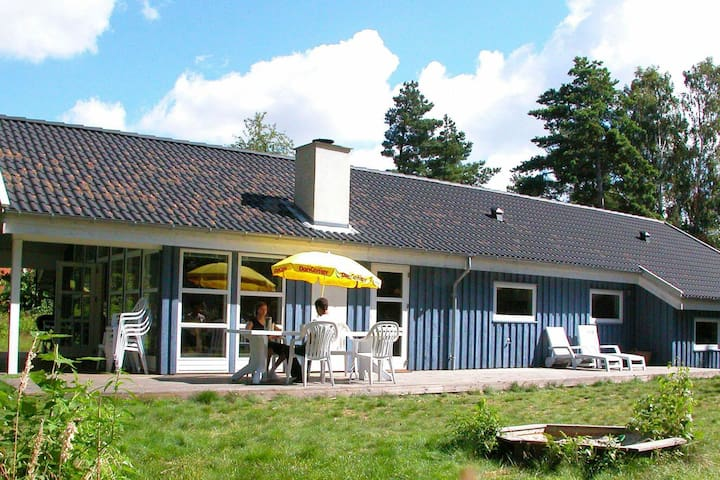 Geräumiges Ferienhaus mit Sauna in Aakirkeby