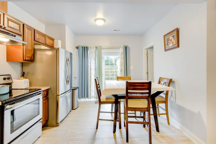 Private Entry DC Area 3 Bedroom Apartmentm