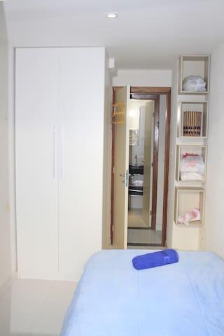 quarto piso térreo com cama solteirão