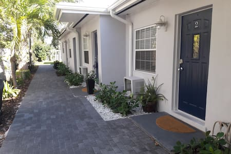 One Mile! from Beach, Las Olas, & Wilton - 1BR/1BA - Fort Lauderdale - Lejlighed