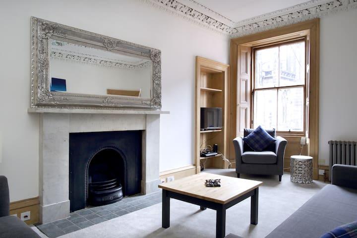 Edinburgh Castle Apartment on The Royal Mile