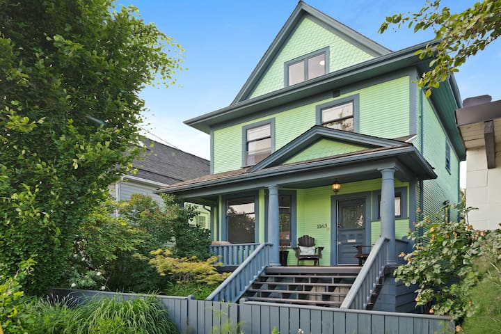 Strathcona Heritage - Near Downtown & Transit!