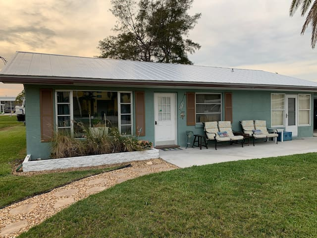 Bleached clean/View of Bay/Boat ramp/2br/1ba plus