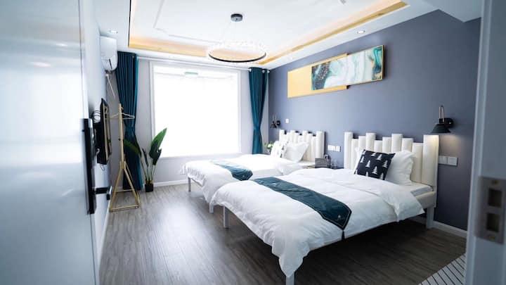 泰州地标建筑金融中心878轻奢风装修遇见民宿双床房