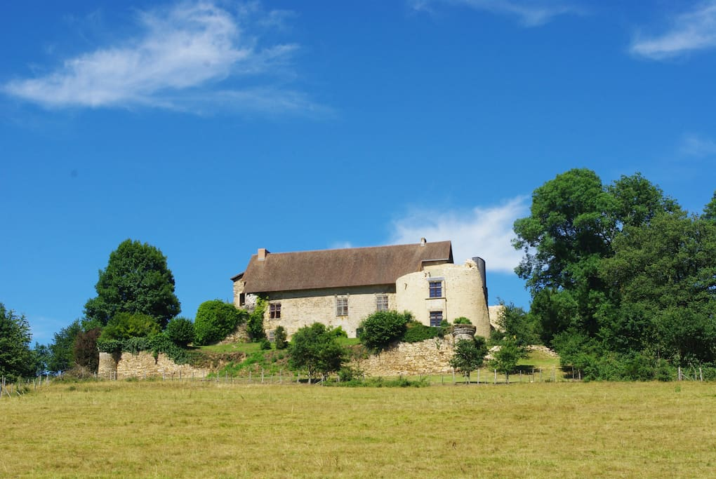 Stay in the old castle cottage 2 castles for rent in for Castles to stay in france