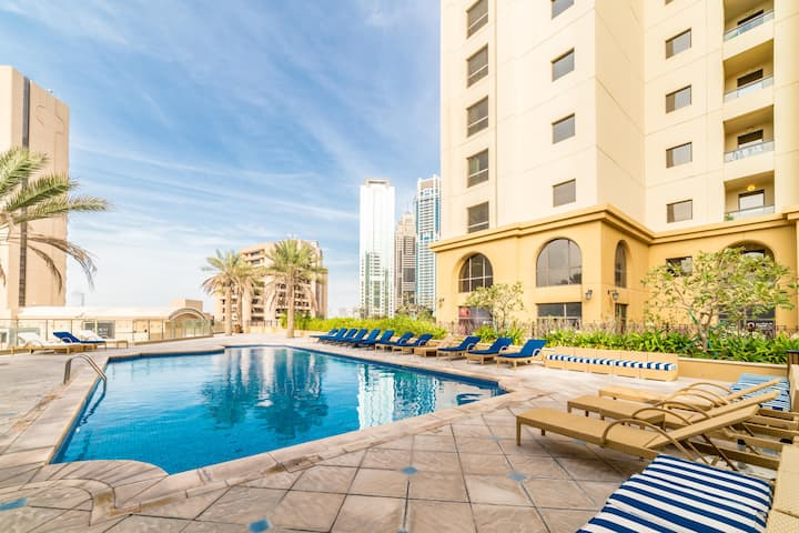 Royal Beach Residence -3-BR with Palm &Marina View