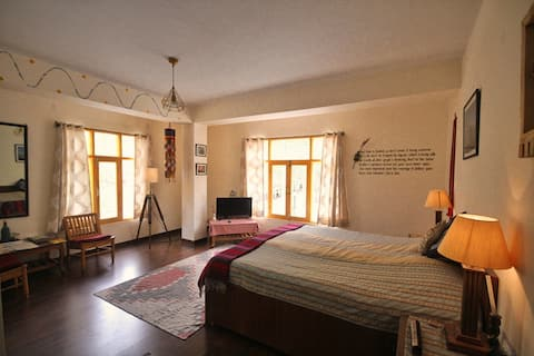 Deluxe Room · Exotic Valley View Room in Kaza at Deyzor, Spiti