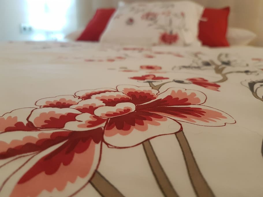 Detalle cama 150 x 190 cm.