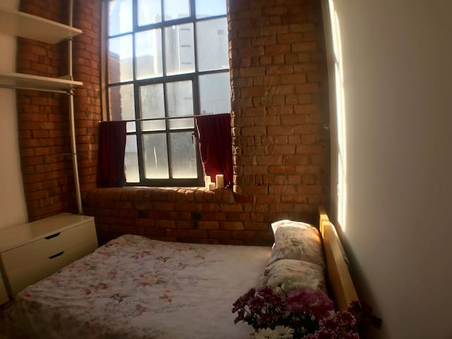 Double Room in a Loft Style Apartment - Liverpool - Apartment