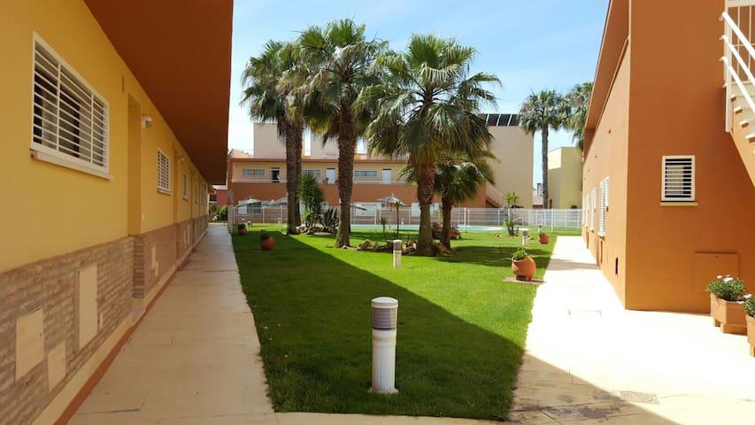 Casa adosada en el campo de golf de isla antilla. - Huelva - Casa