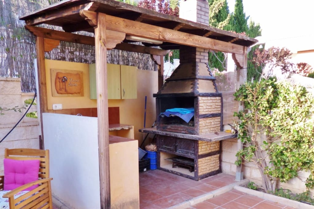 Bungalow con barbacoa y piscina bungalows for rent in for Fregaderos aki