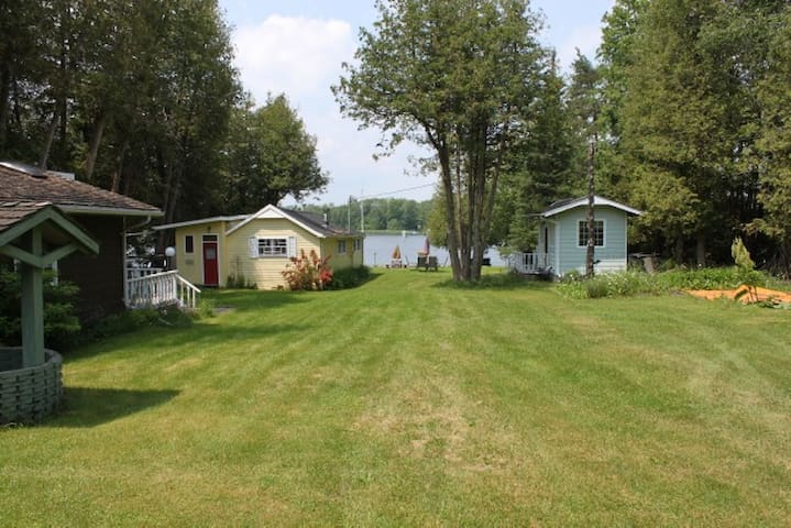 1/2 Acre Family Compound with 2 Guest cabins - Ennismore - Blockhütte