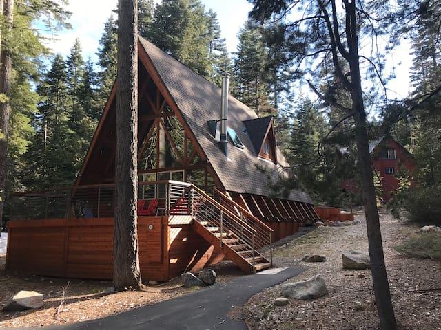 Midcentury A-frame Cabin - new Decks & Hot Tub