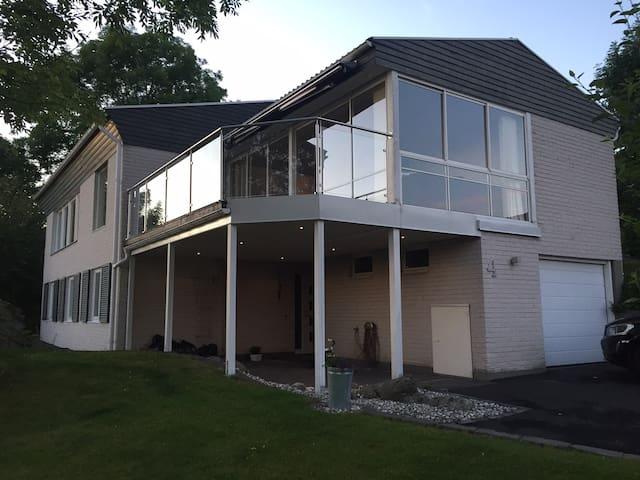 Hus på Huskvarnas höjder med fin utsikt - Huskvarna - Dom