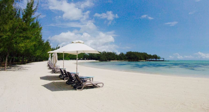 Luxury and golf off  Ile aux Cerfs