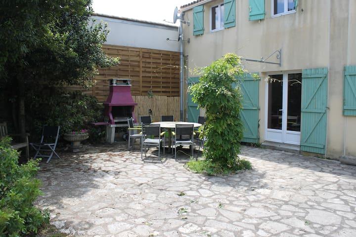 Gite L'Eglantine, piscine, centre de Luçon, Vendée