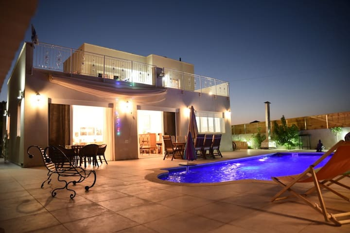 A new luxury villa  with a pool  in central Israel