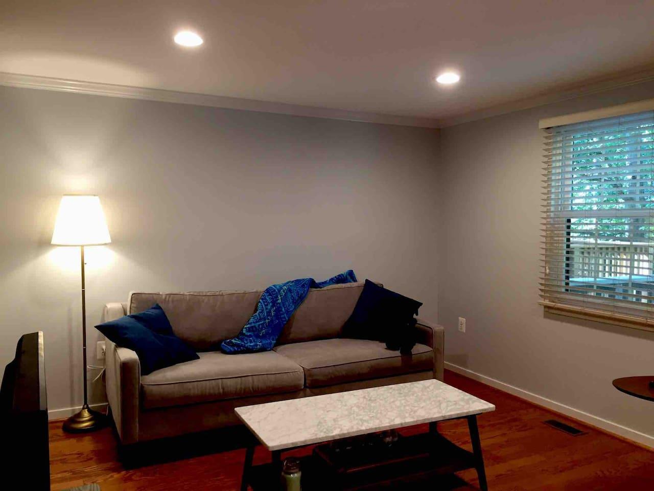 定制的美国顶级名牌沙发West elm,舒适的程度,期待你来体验!名符其实的大理石茶几,喝个功夫茶,聊聊人生,谈谈心,一次旅游,规划出不一样的未来!