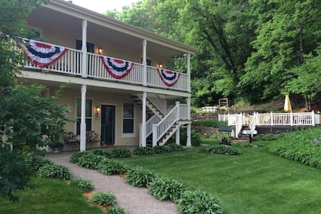 Greenbriar Country Inn & Suites - Galena - Bed & Breakfast