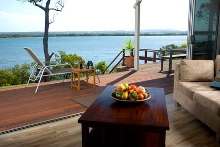 Sunset Waters, Luxury Waterfront Holiday Home - Macleay Island - House