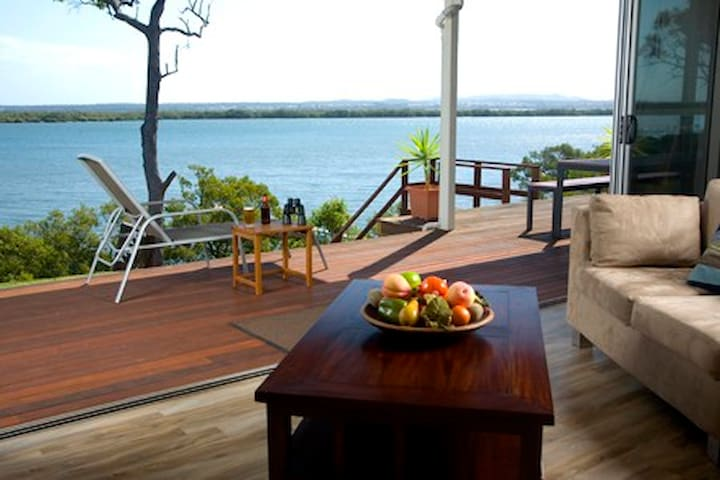 Sunset Waters, Luxury Waterfront Holiday Home - Macleay Island - 一軒家